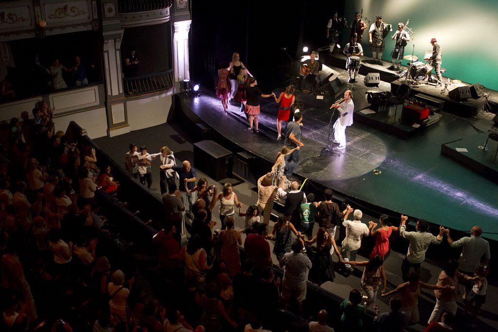 Málaga 23/07/2014 El músico gallego, Carlos Núñez, durante su concierto en el Teatro Cervantes donde ha presentado Inter-celtic, un viaje por la raíz del género con visitas a las tradiciones irlandesa, bretona, escocesa y gallega. Foto: Daniel Pérez / Teatro Cervantes